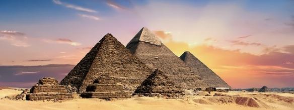 pyramids-2371501_640